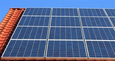 Solaranlagen Auf Dem Dach Gefahren Und Probleme by Wissenswertes Quot Photovoltaik Gefahr Auf Dem Dach
