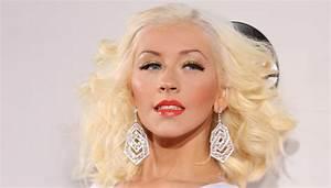 Christina Aguilera to Pay Tribute to Whitney Houston ...