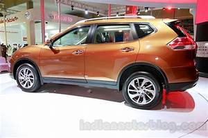 2014 Nissan X Trail at the 2014 Indonesia International