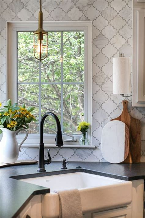 arabesque tile backsplash the 25 best ideas about arabesque tile on