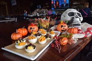 Buffet Halloween : spooktacular halloween brunch buffet viewhouse ~ Dode.kayakingforconservation.com Idées de Décoration