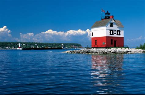 celebrate national lighthouse day august