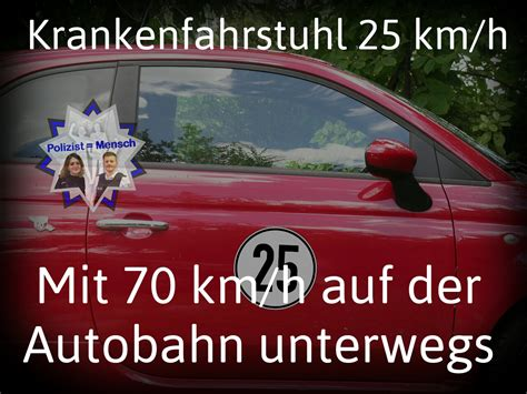 krankenfahrstuhl 25 km h krankenfahrstuhl 25 km h mit 70 km h auf der autobahn unterwegs polizist mensch