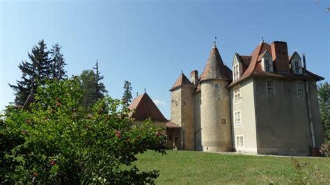 chambres d h es clermont ferrand château à vendre en auvergne entouré de 20 ha de bois