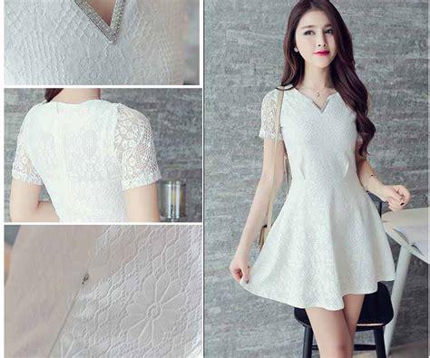 gaun wanita lengan pendek warna putih renda sederhana