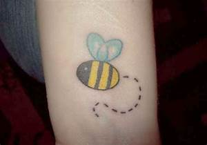 25 Fabulous Bumble Bee Tattoo Designs | CreativeFan