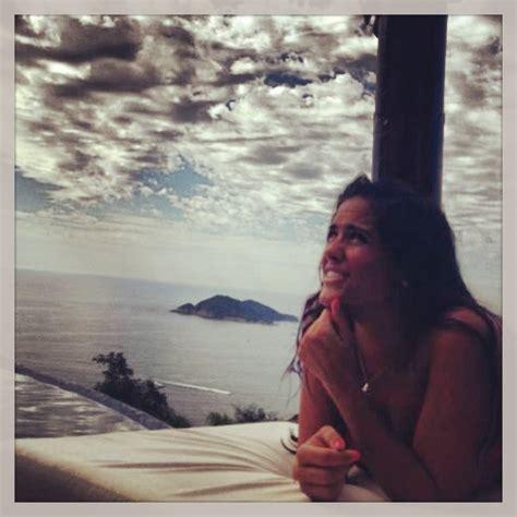 El álbum de fotos de las vacaciones de Alessandra Rojo de...