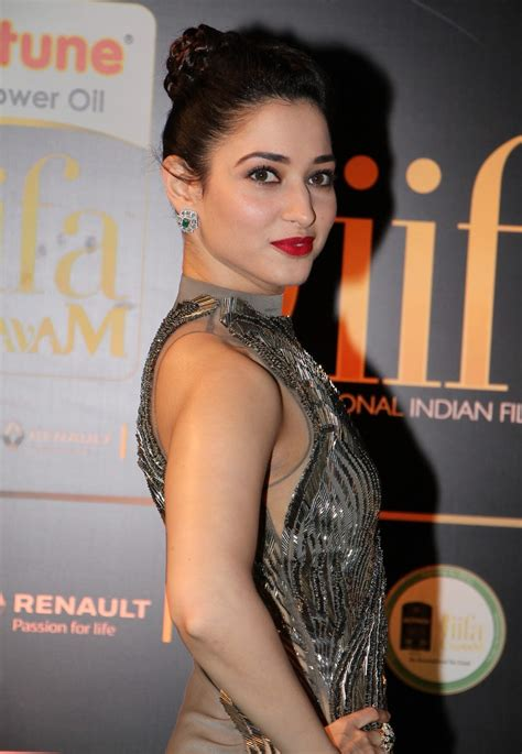 Omg Picture Perfect Tamanna Bhatia Sizzles At Iifa Awards Just Perfect Beauty Hot