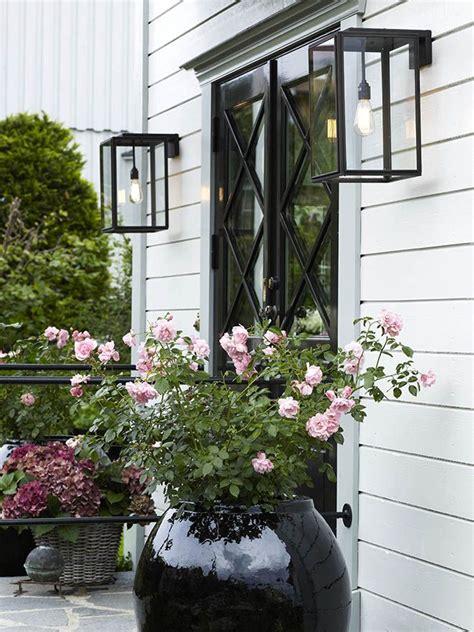 25 outdoor wall lighting ideas on