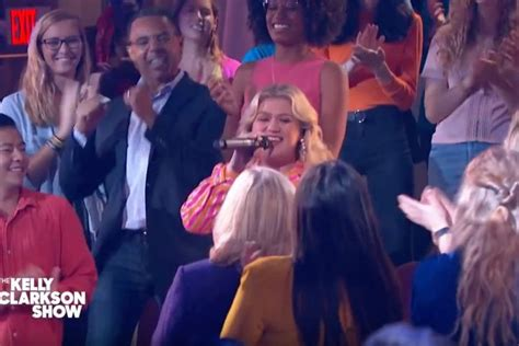 Kelly Clarkson Brings The House Down With Killer Kellyoke ...
