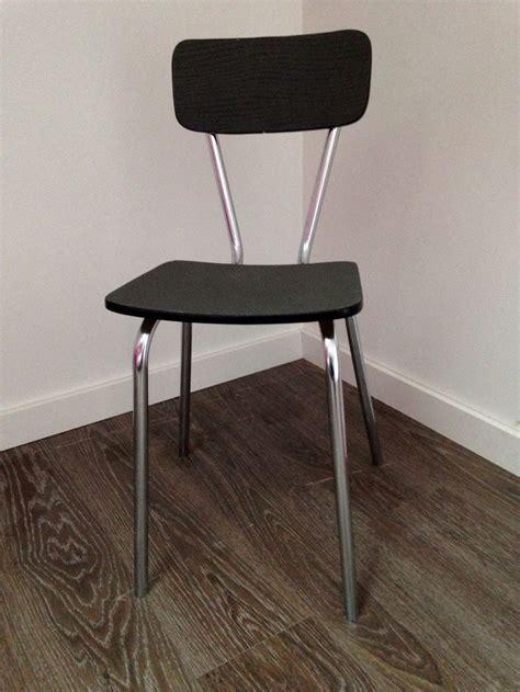 chaises formica chaise en formica relookée avec du papier peint pour l 39 émission quot tous ensemble quot angus atelier