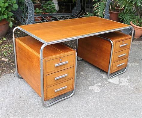 bureau brocante attribué à marcel breuer bureau en bois chêne blond à