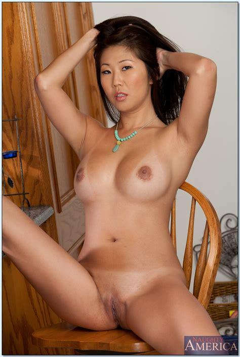 Asian milf does hard sex on Salut Moms!