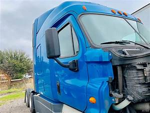 2014 Freightliner Cascadia Sleeper Semi Truck  10 Speed