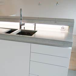 Arbeitsplatte Küche Beton : beton k che design beispiel k chenarbeitsfl chen von ~ Watch28wear.com Haus und Dekorationen