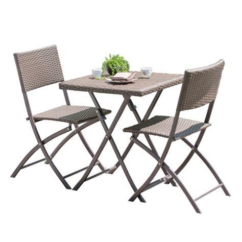 cuisine moderne blanche et table et chaises faciles à plier et ranger pour balcon et