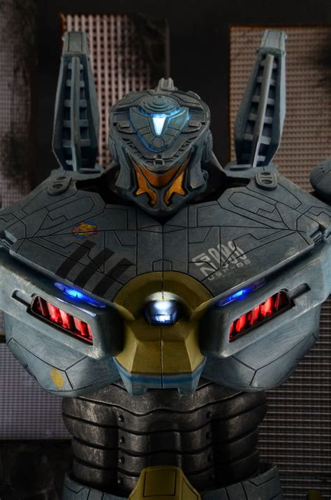 closer  pacific rim  striker eureka action figure