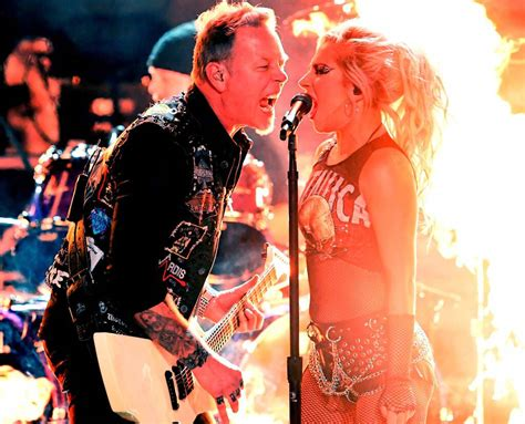 Lady Gaga se apresenta com Metallica no Grammy Awards 2017 ...