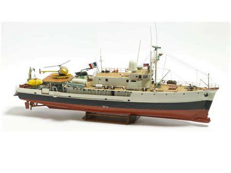 Odell Boat by Billing Boats B560 Calypso Research Ship Model Boat