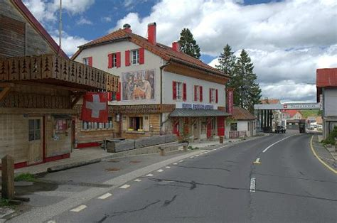 chambre franco suisse borne frontière photo de hotel arbez franco