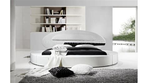 chambre lit rond lit rond design en cuir planet un lit en cuir