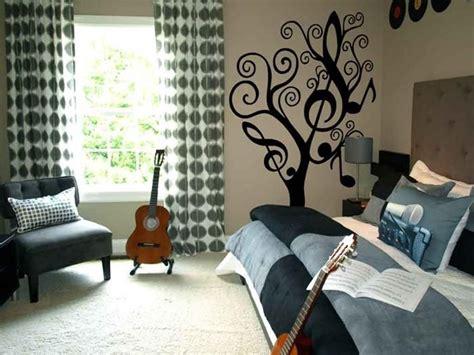 themed teen room     girls room