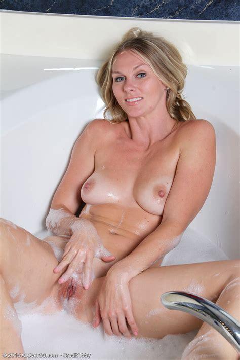 hot older women 30 year old lara elaine from round rock texas in high