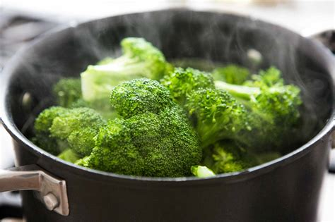 how to steam broccoli how to steam broccoli perfectly every time simplyrecipes com