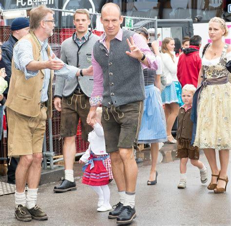 View of the bavarian alps. Tradition: So feiern die Bayern auf dem Oktoberfest - Bilder & Fotos - WELT