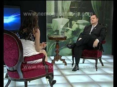 le anschließen ohne lüsterklemme moderatorin ohne h 246 schen interviewt im serbischen tv einen politiker