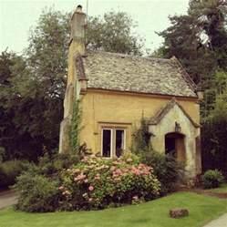 Stunning Tiny Cottage Homes by Pretty Garden Cottage Garden