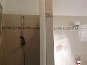 best salle de bain decoration murale pictures lalawgroup With carrelage adhesif salle de bain avec lustre salle de bain led