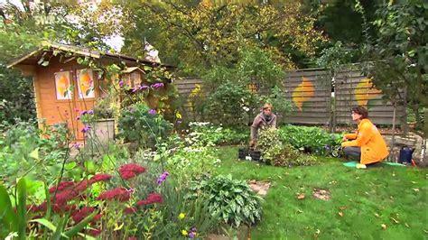 Herbstblumen Und Stauden Sorgen Fuer Den Zweiten Fruehling Im Garten by Frhsommerlicher Bauerngarten Staudenbeet Mit Akeleien