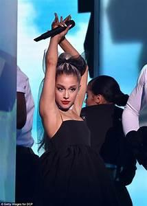 Ariana Grande almost lost diamond choker at the Billboard ...