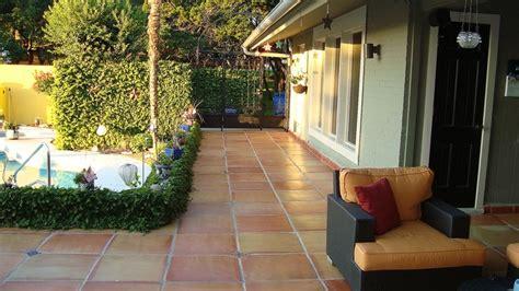 exterior terracotta floor tiles the mega saltillo a giant 24x24 inch terra cotta tile installed on an outdoor patio www