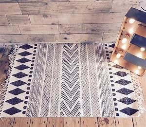 Teppich Schwarz Weiß Muster : teppich mit muster ~ Indierocktalk.com Haus und Dekorationen