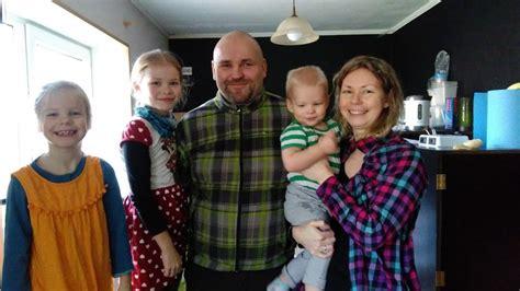 Balvu novadā Baranausku ģimene bērnus skolo mājās. Vecāku ...