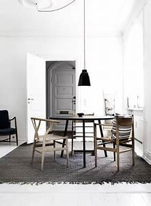 Mur Blanc Et Gris : salle a manger mur blanc boiserie et tapis gris ~ Preciouscoupons.com Idées de Décoration