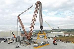 Biggest crane in the world #trucking | Liebherr ...