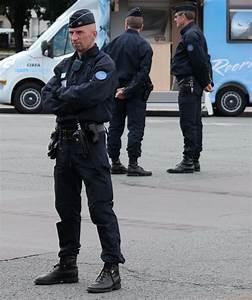 Uniforme Police Nationale : 25 best ideas about police nationale on pinterest service militaire france uniforme ~ Maxctalentgroup.com Avis de Voitures