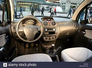 Citroen C3 2002 : car citroen c3 1 4 hdi limousine small approx model year 2002 stock photo 19977119 alamy ~ Medecine-chirurgie-esthetiques.com Avis de Voitures