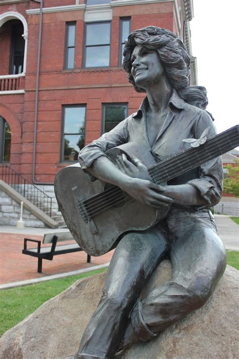 wheres trevor home  dolly parton sevierville tennessee