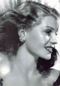 Rita Hayworth...i LOVE Rita!!! Stunning, isn't she ...