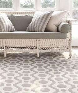 Tapis Gris Blanc : tapis laine moderne invitez les couleurs et le style chez vous ~ Teatrodelosmanantiales.com Idées de Décoration