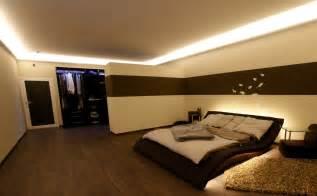 wohnzimmer decke beleuchtung indirekte led beleuchtung mit stuckleisten lichtvouten lichtprofilen und led spots