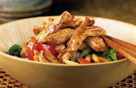 recette cuisine thailandaise traditionnelle sauté de porc à la thaïlandaise nos recettes le porc