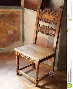 Chaise Bois Vintage : chaise en bois antique roman villa image stock image 55942307 ~ Teatrodelosmanantiales.com Idées de Décoration