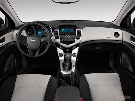 2014 Chevrolet Cruze Pictures: Dashboard