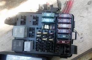 1996 1997 1998 1999 Chevrolet Tahoe Under Hood Fuse Relay Box Assembly
