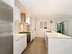 Modern galley kitchen design using granite - Kitchen Photo